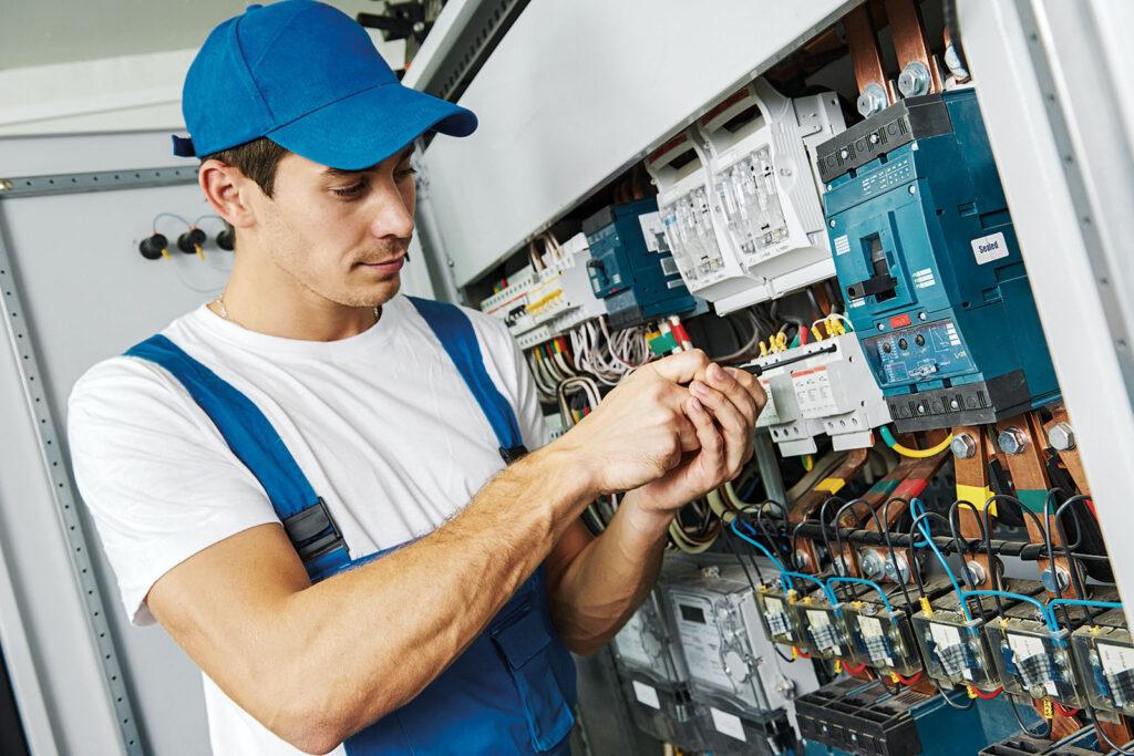 Электромонтажник электрических сетей и оборудования