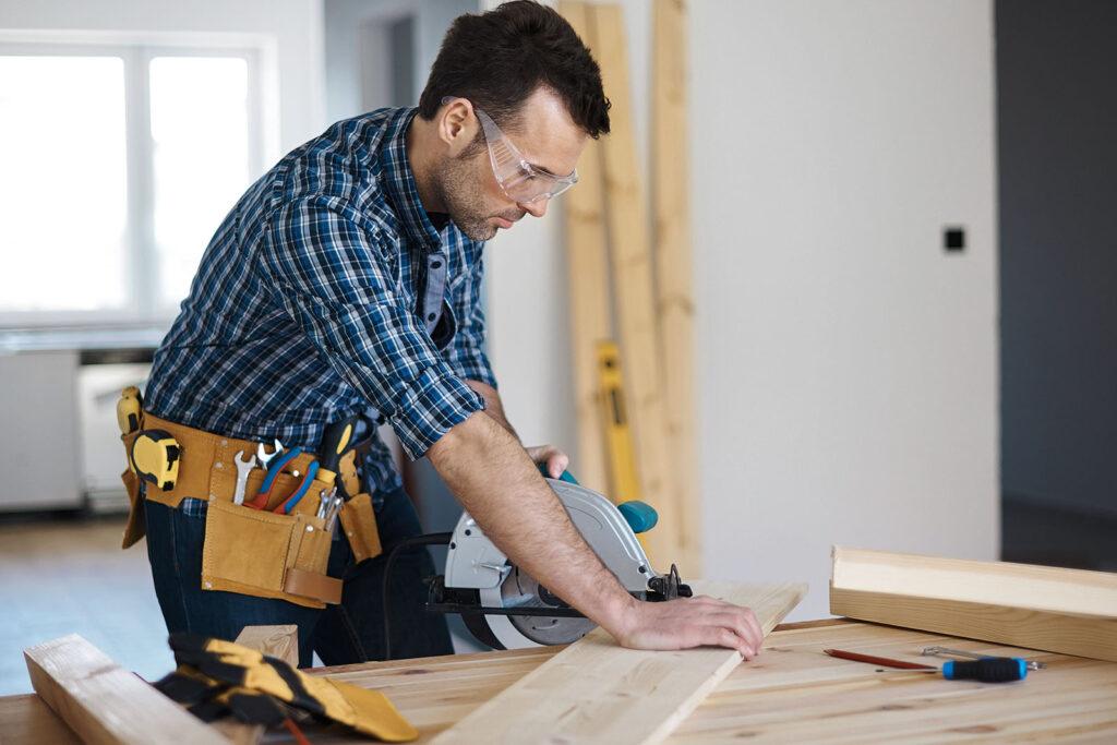 Мастер столярно-плотничных, паркетных и стекольных работ